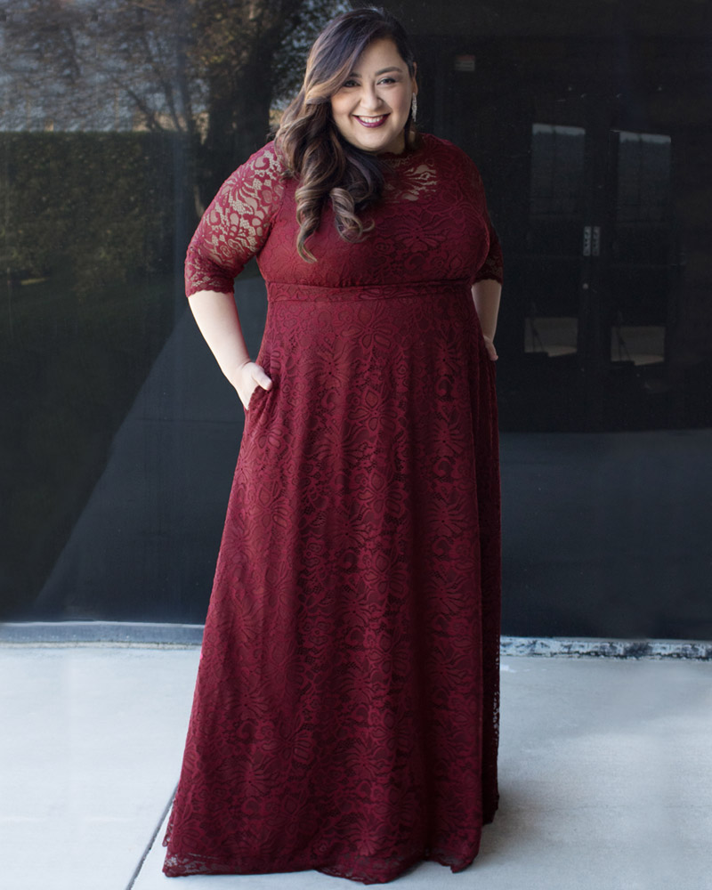 Eileen shows off the full length of the Leona lace gown 2x and how the pockets look on the gown.
