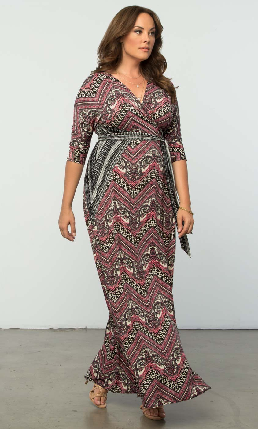 Women's plus size maxi dresses are also a great way to play with the hottest trends, including boho floral prints and bold, striking patterns. Kick back in a cosy knitted style or make a statement in a flowing kimono.