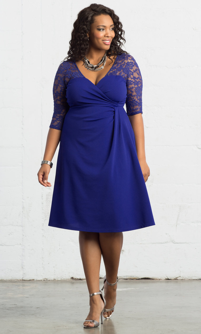 Plus Size Cocktail Dresses-Lavish Lace Dress